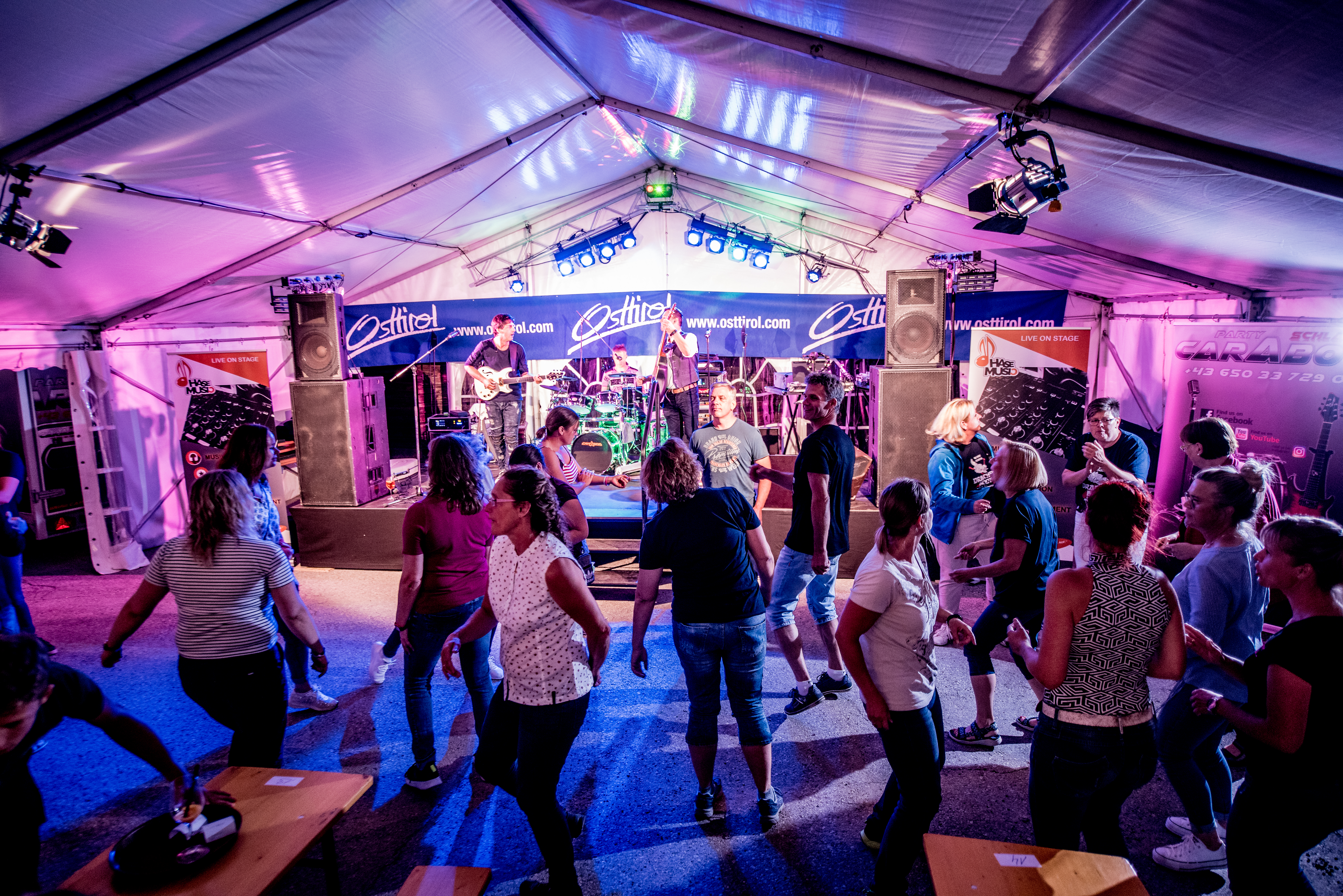 Stimmung bei der Party weltweit höchstes Drachenboot-Rennen